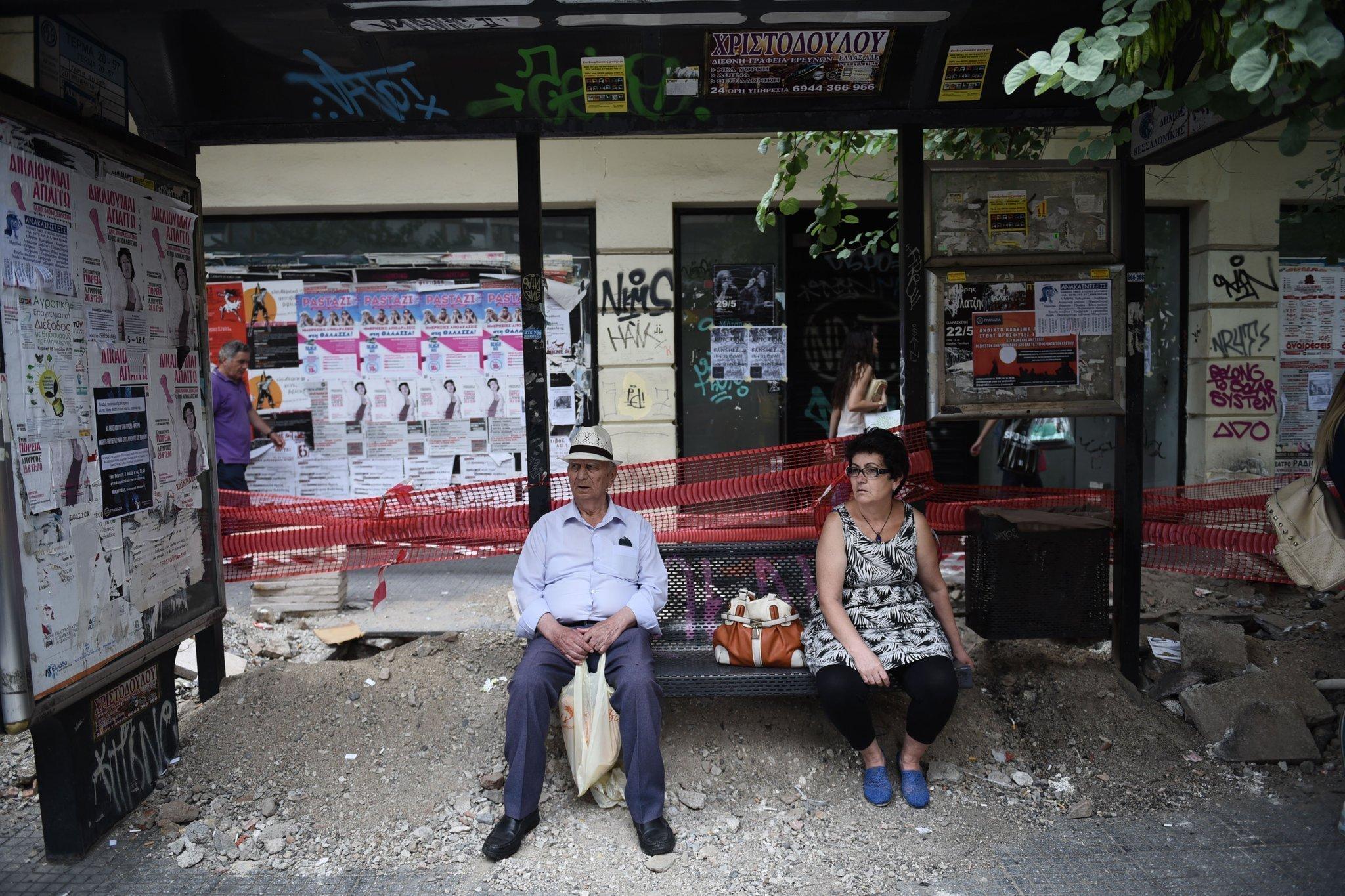la-fg-greece-debt-crisis-positions-20150701