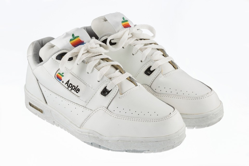 apple-vintage-sneakers