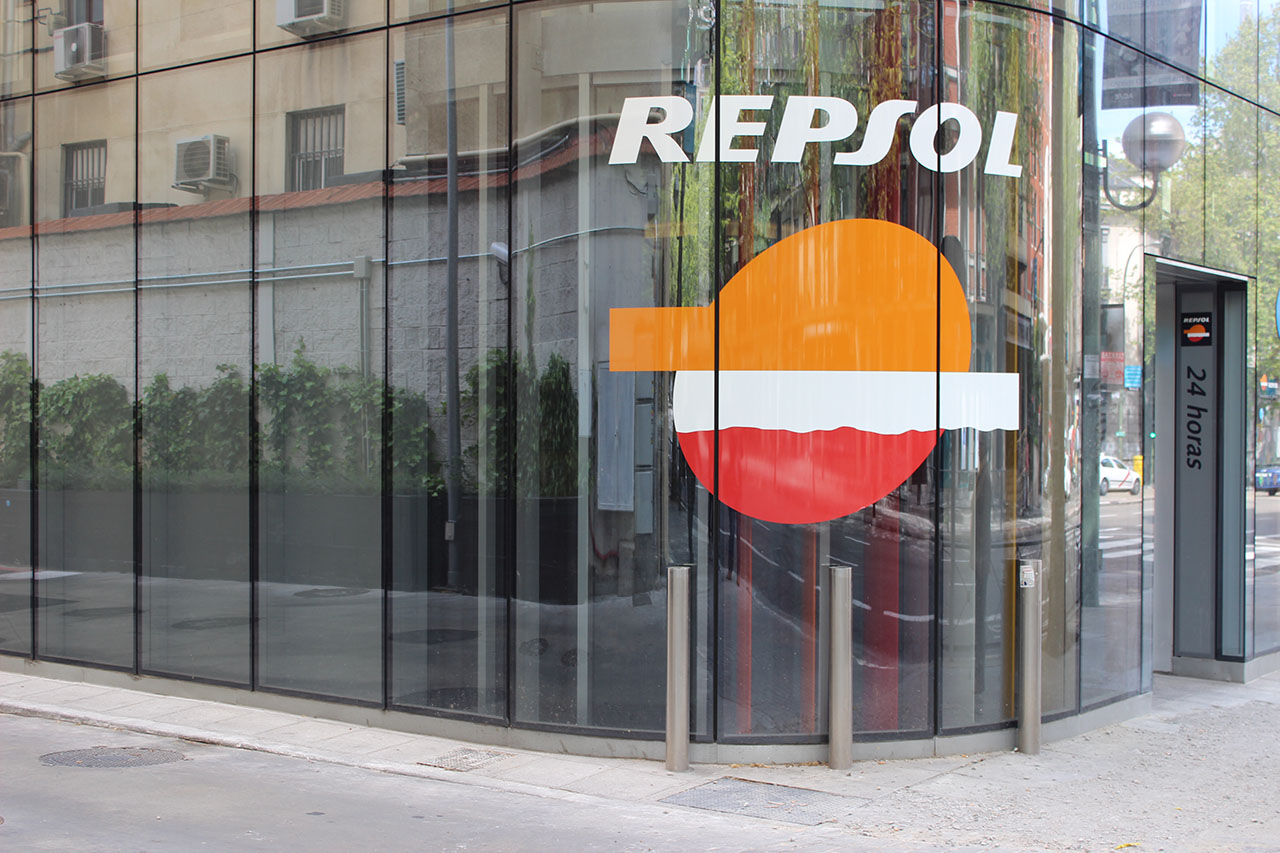 repsol_gas_station_01
