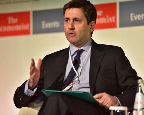 ÓõíÝäñéï ôïõ Economist óôï ËáãïíÞóé.(Eurokinissi-ÊÏÕÔÑÏÕÌÁÍÏÓ ÂÁÓÉËÇÓ)